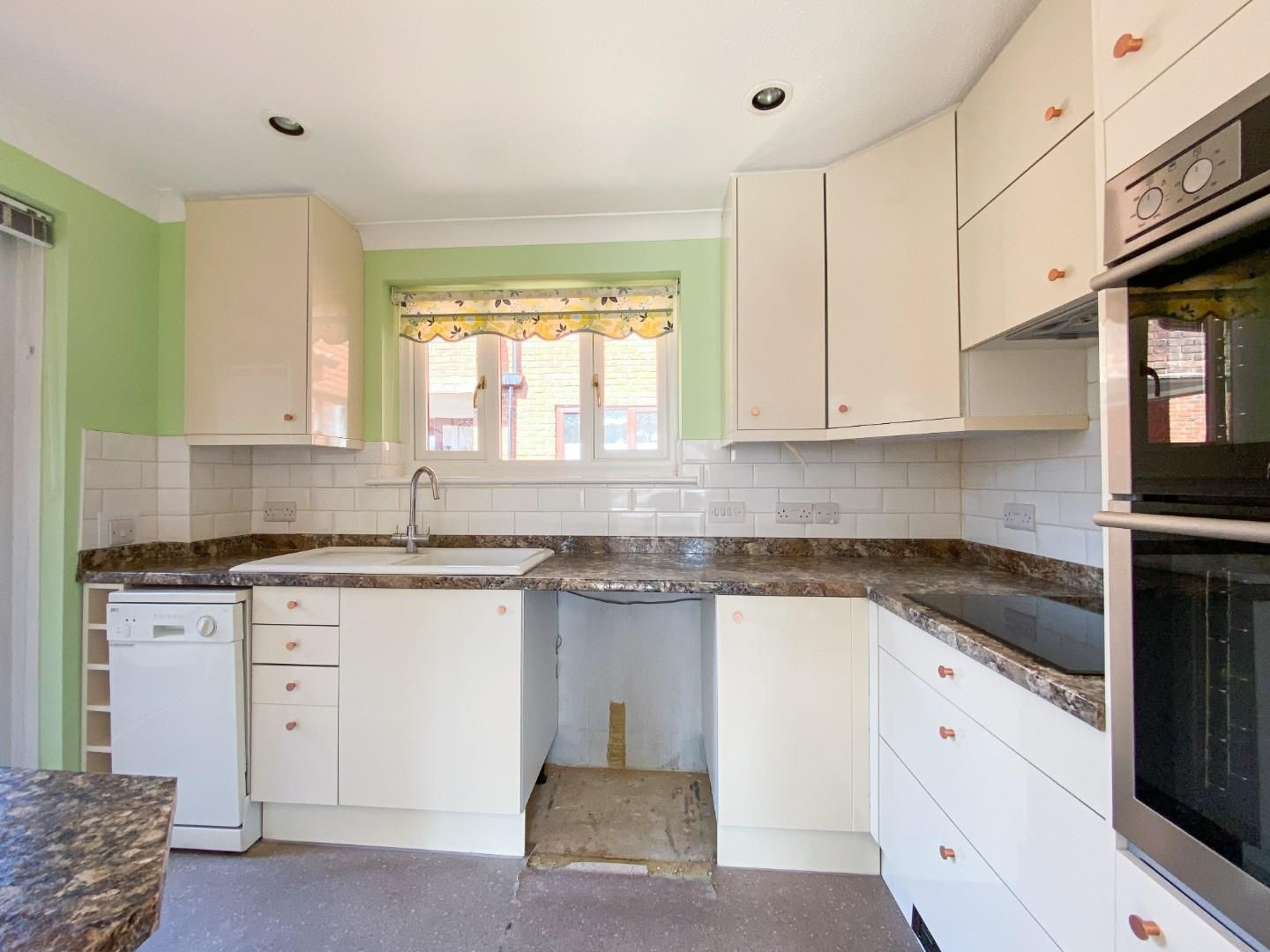 1 bed house for sale  - Property Image 6