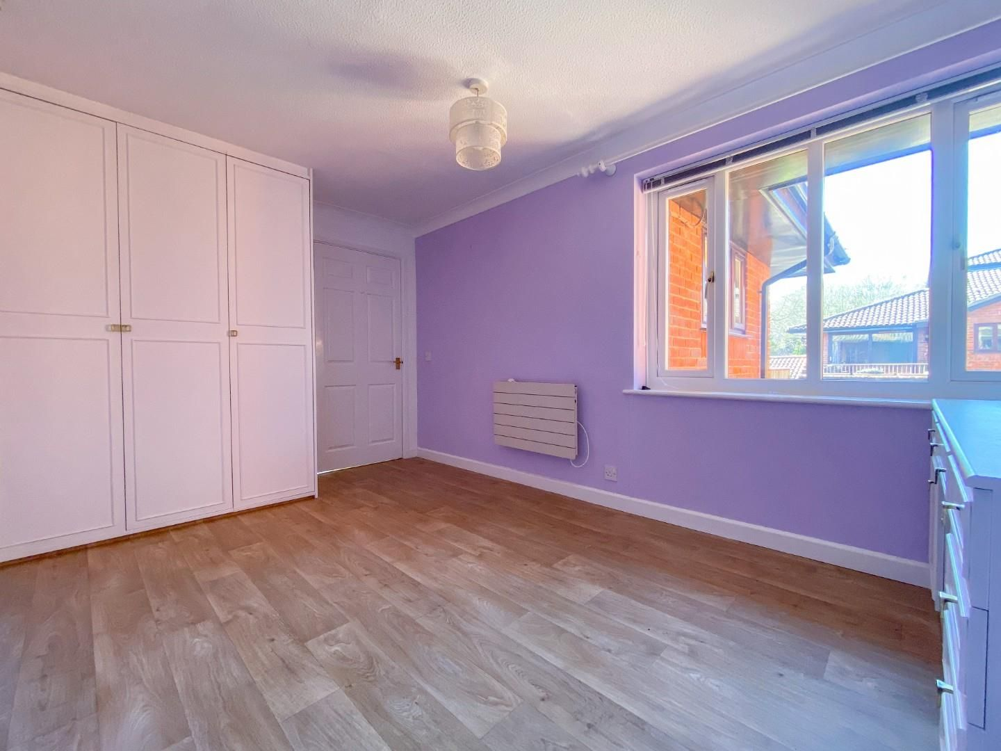 1 bed house for sale  - Property Image 10