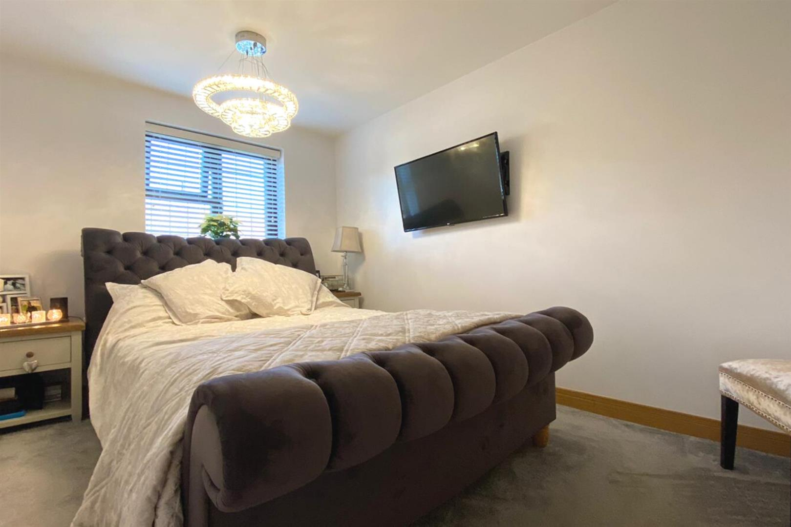 4 bed link detached house to rent in Lower Earley 13