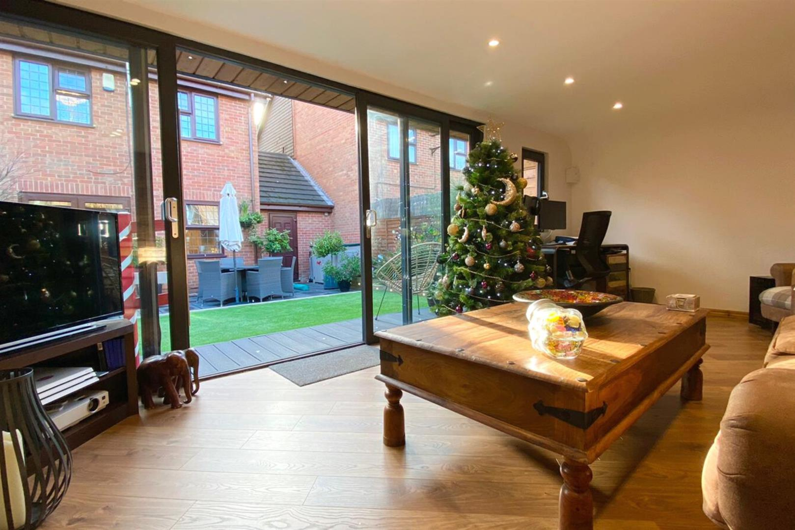 4 bed link detached house to rent in Lower Earley 16
