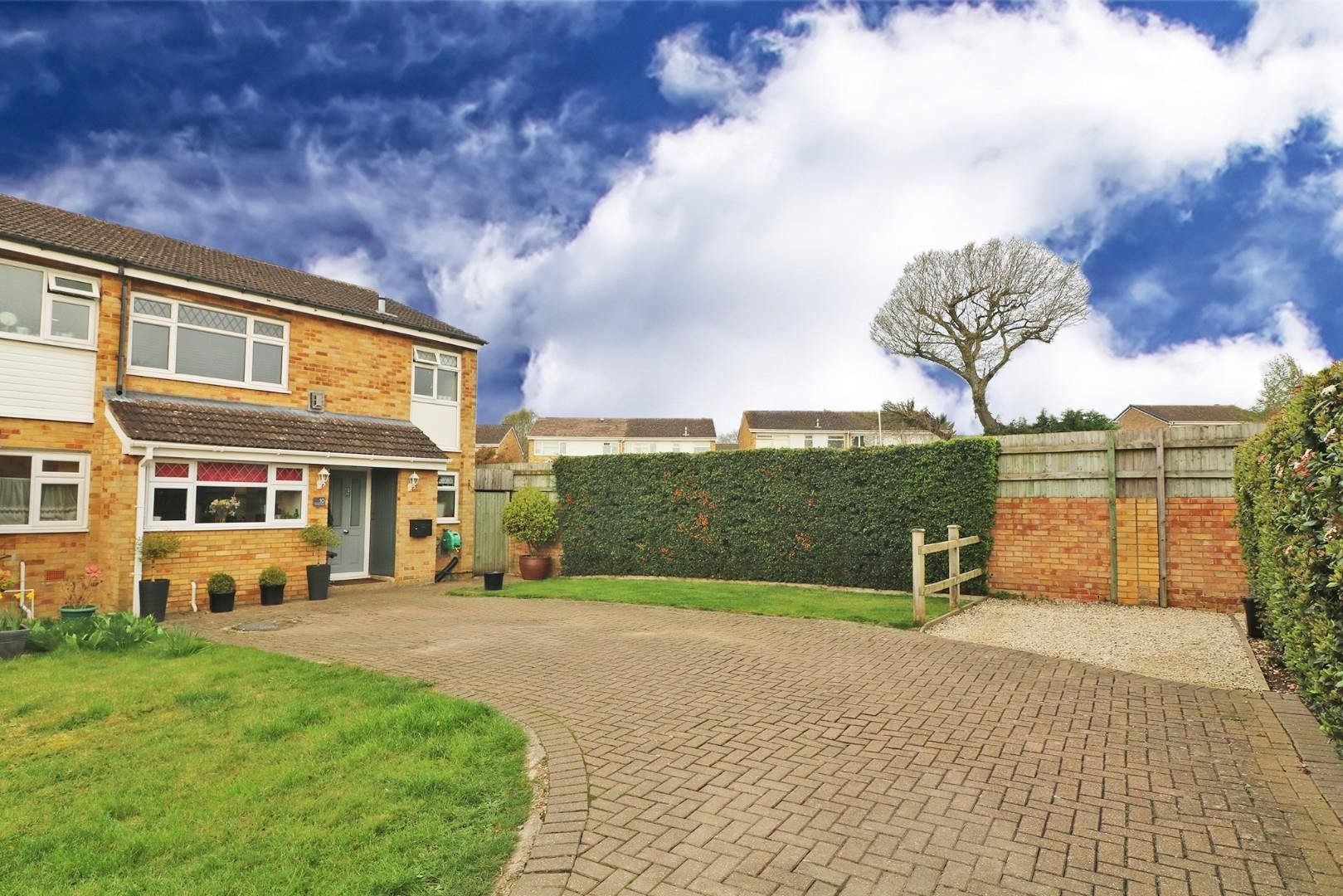 3 bed semi-detached to rent in Caversham 3