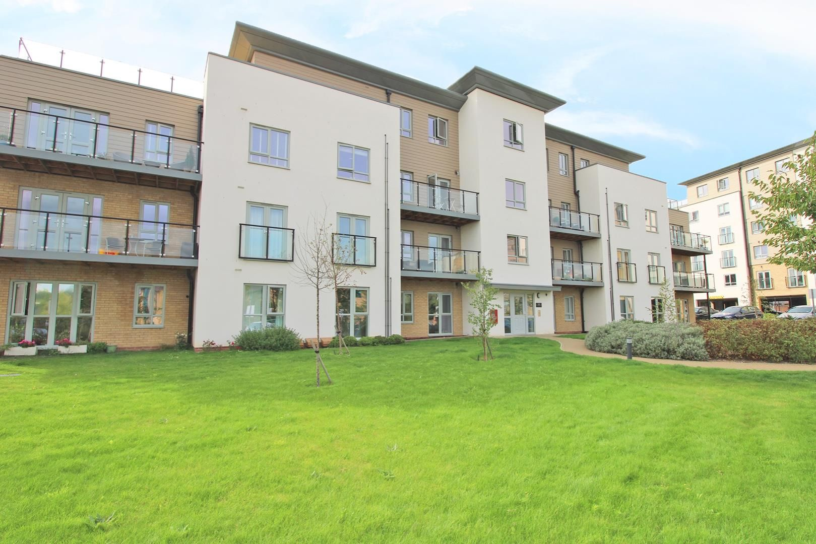 2 bed apartment to rent, RG12