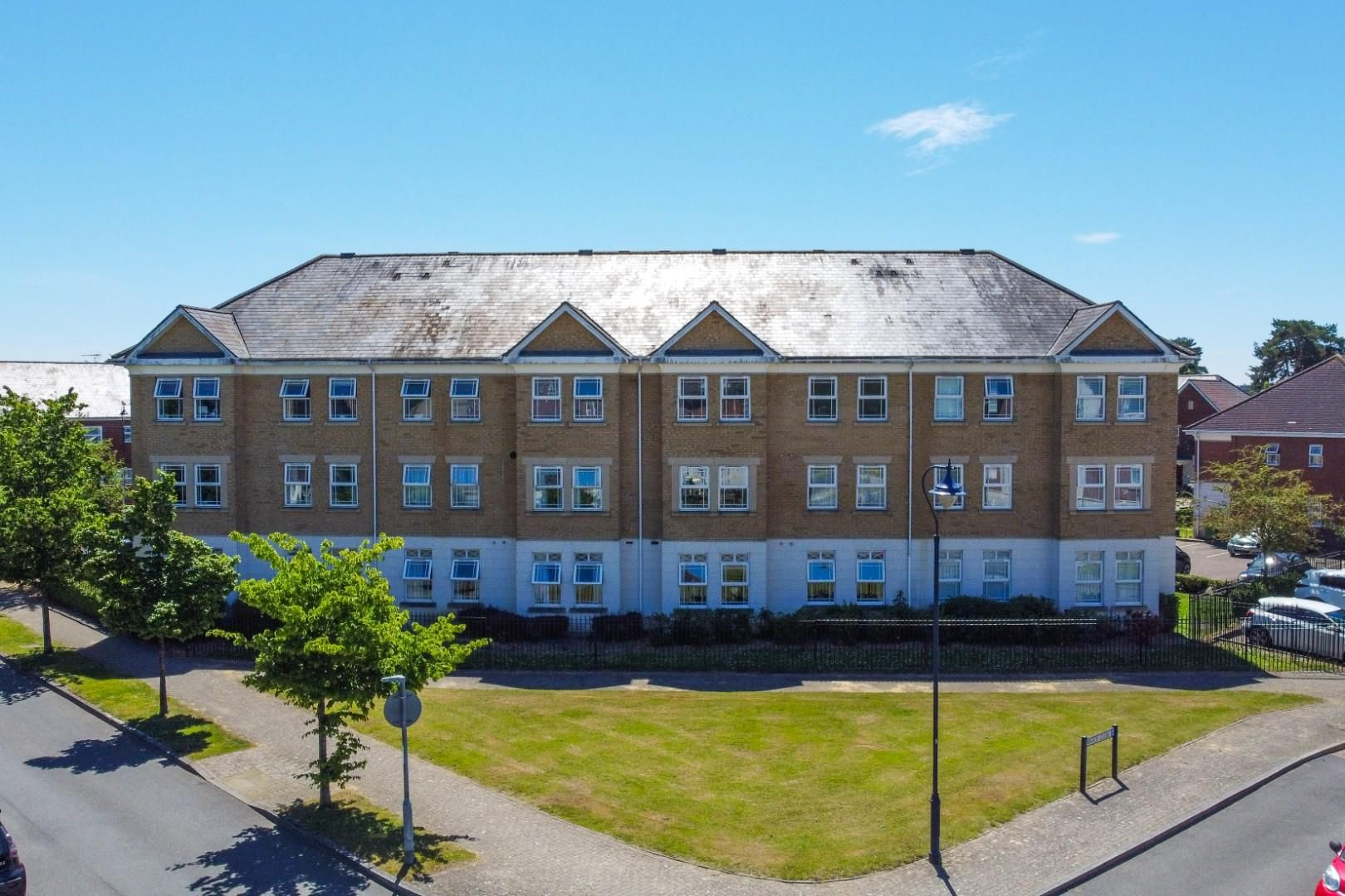 2 bed apartment for sale in Deepcut, GU16