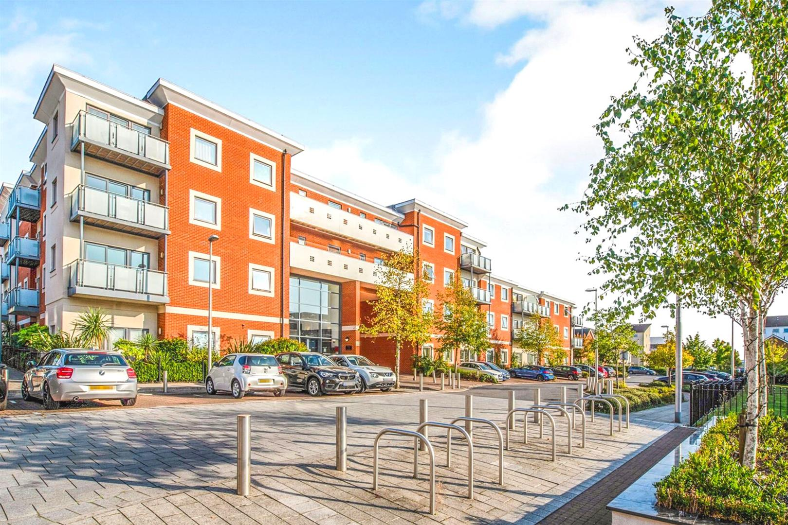 2 bed apartment for sale, RG2