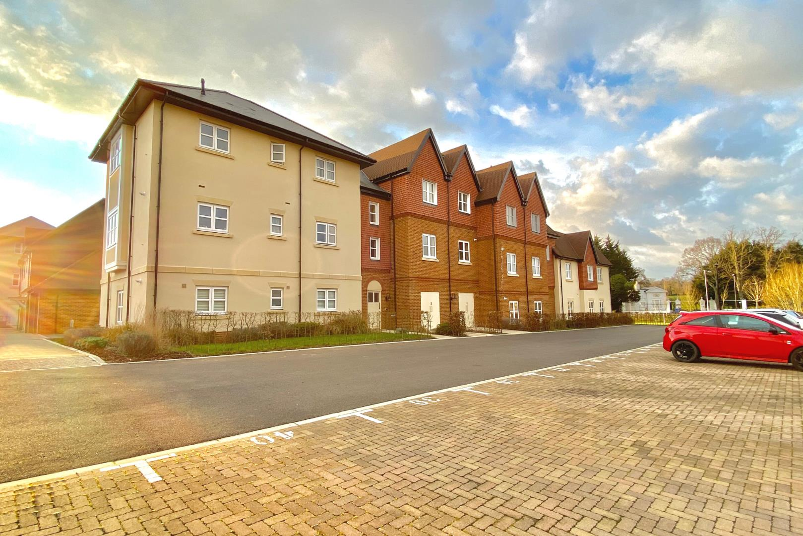 1 bed flat for sale in Warfield, RG42