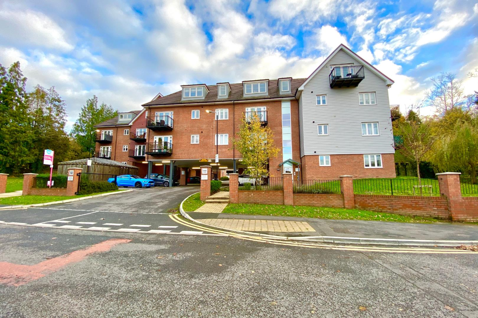 2 bed flat for sale, RG12