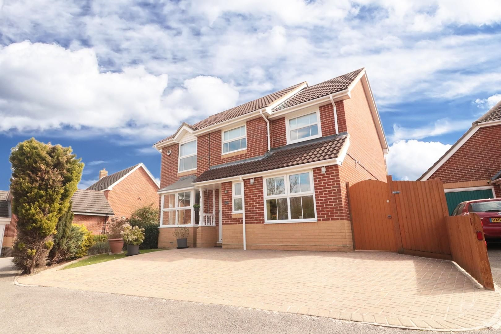 4 bed detached for sale in Binfield - Property Image 1