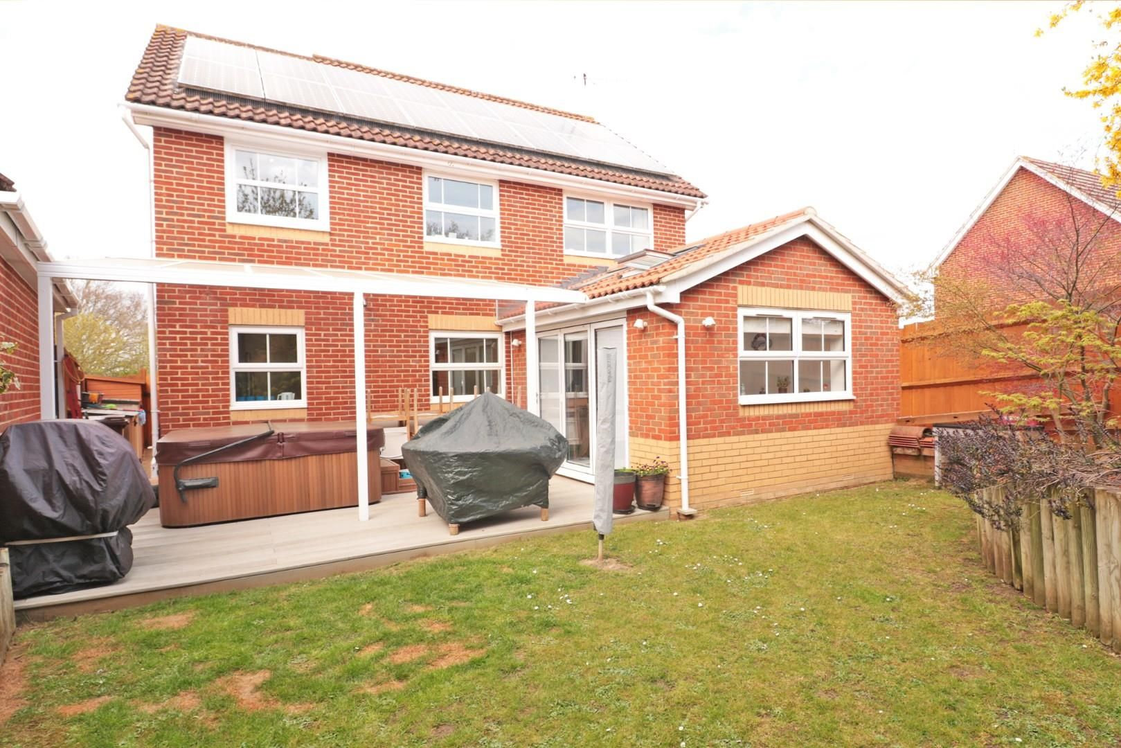 4 bed detached for sale in Binfield 8