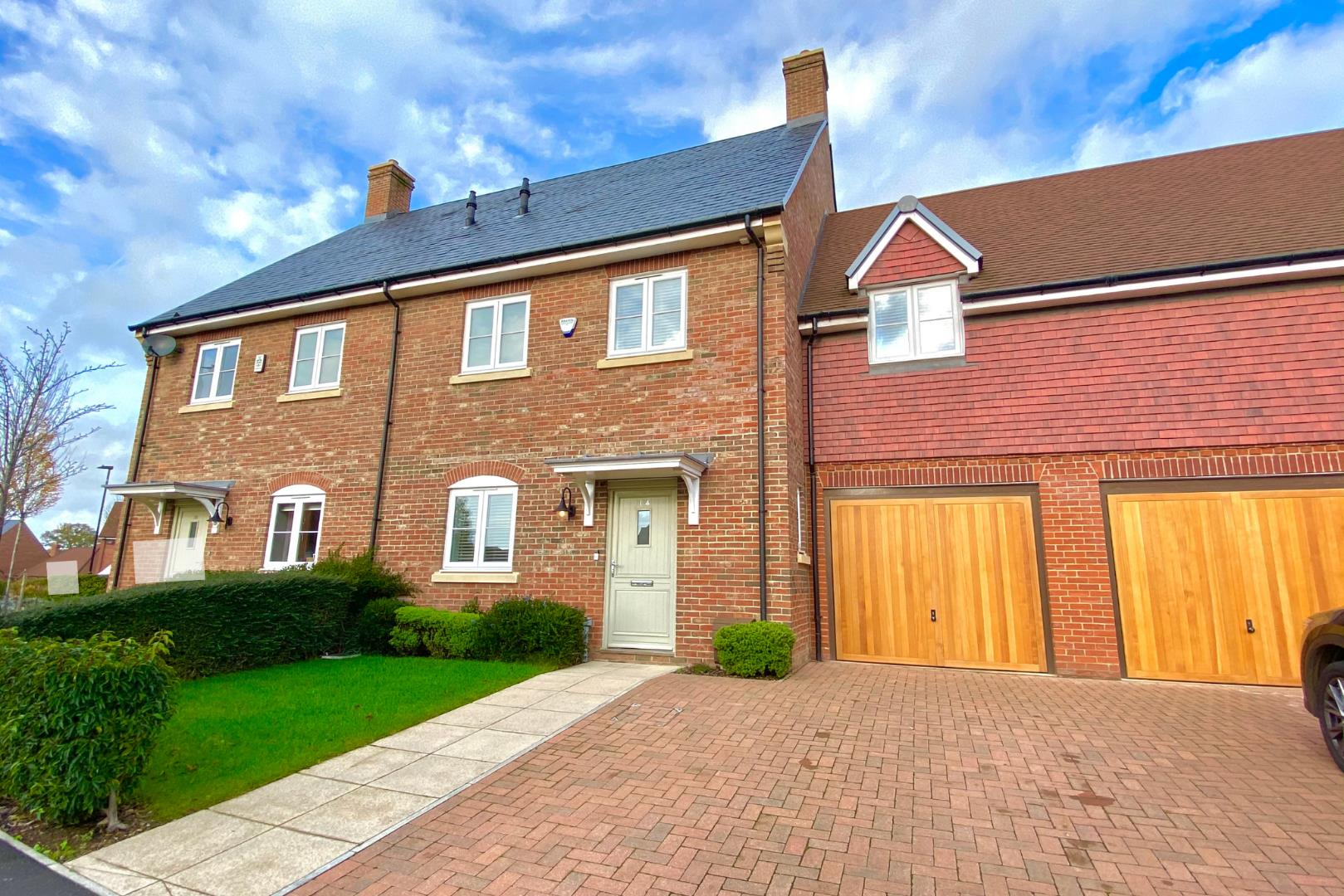 4 bed semi-detached for sale, RG42