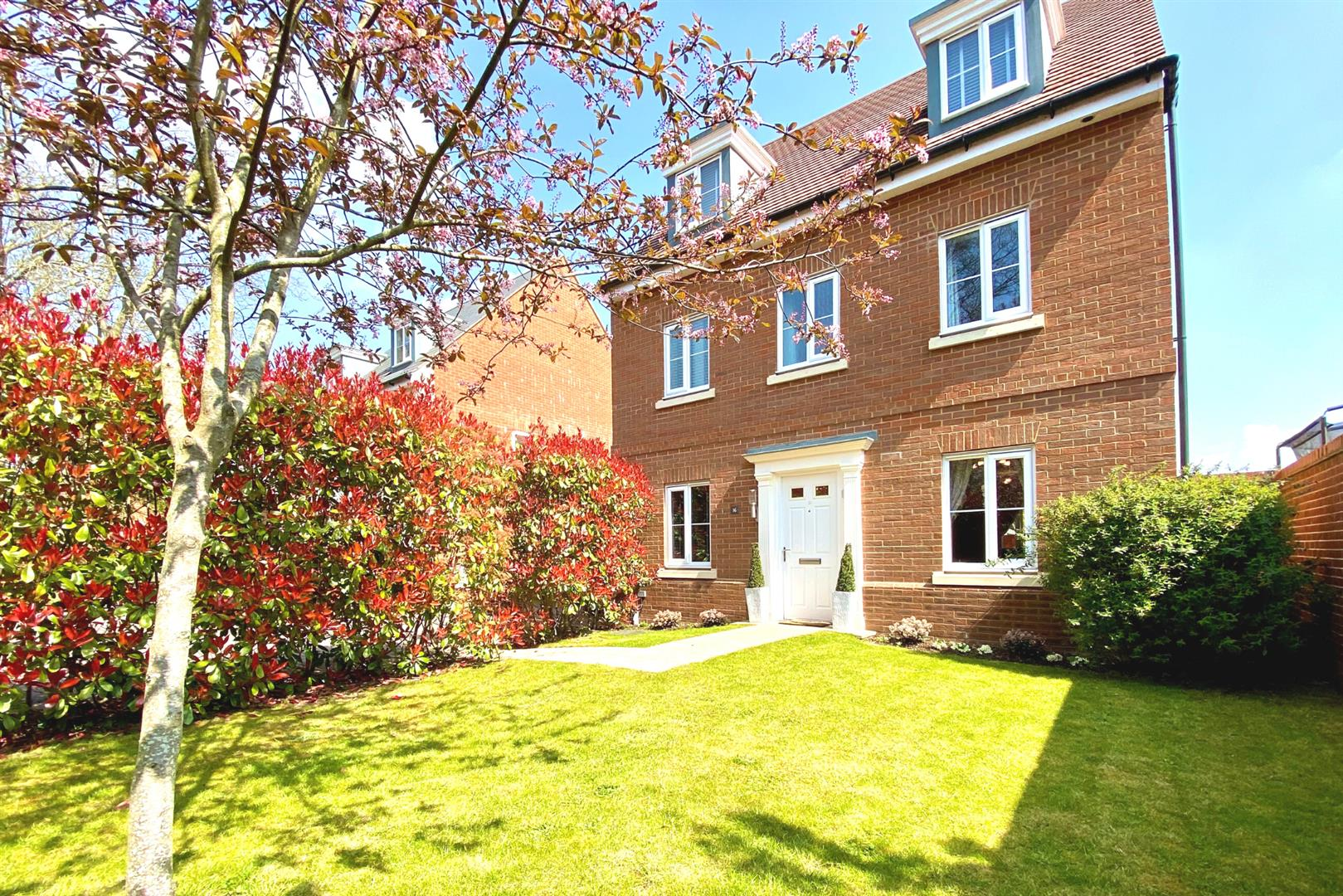 5 bed detached for sale in Three Mile Cross - Property Image 1