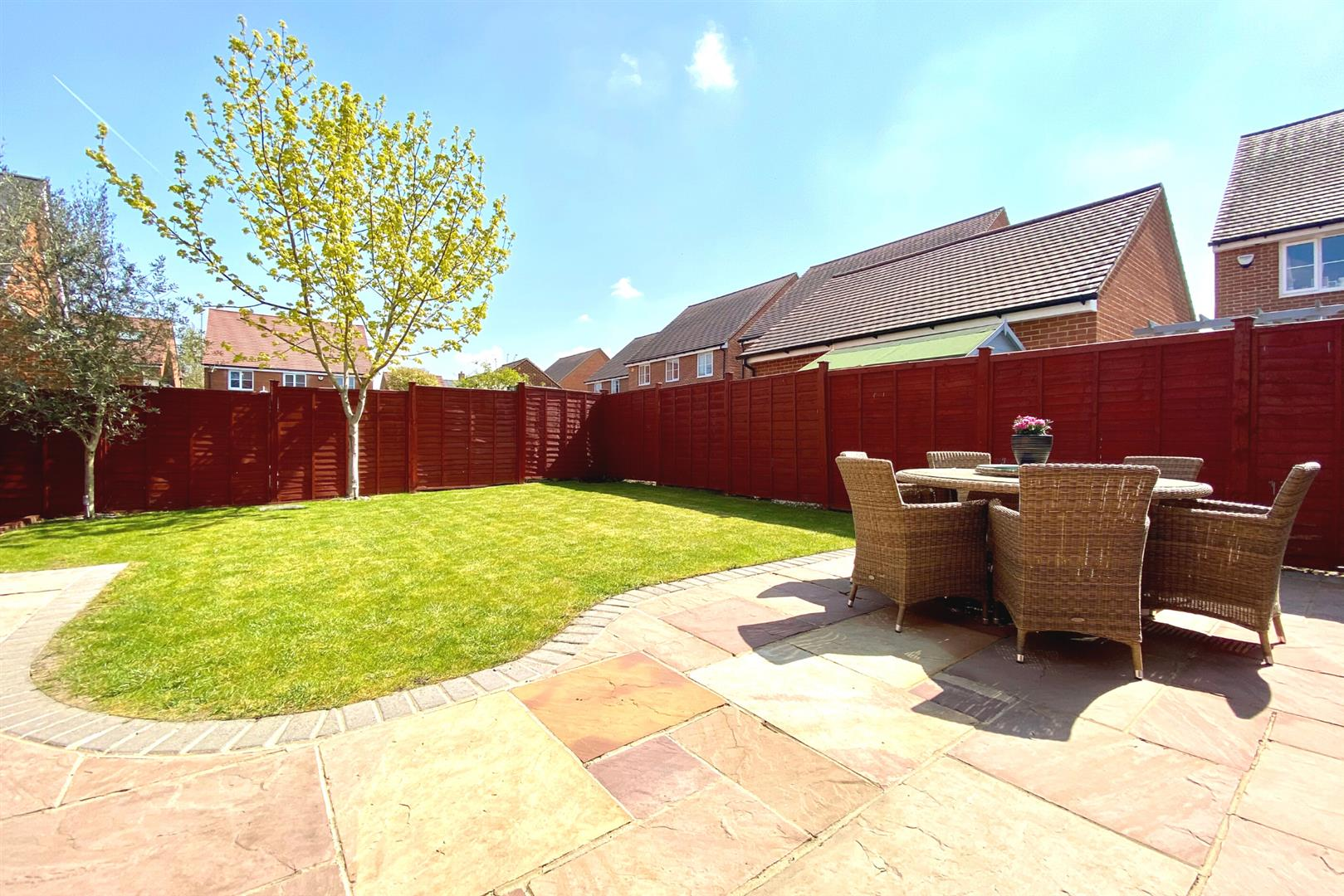 5 bed detached for sale in Three Mile Cross 2