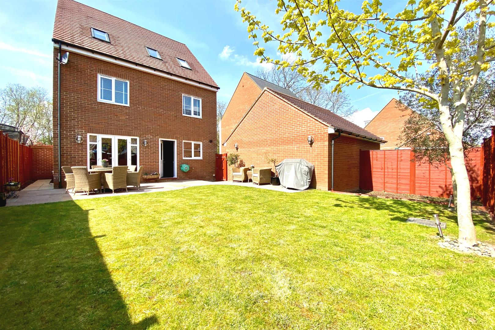 5 bed detached for sale in Three Mile Cross 12