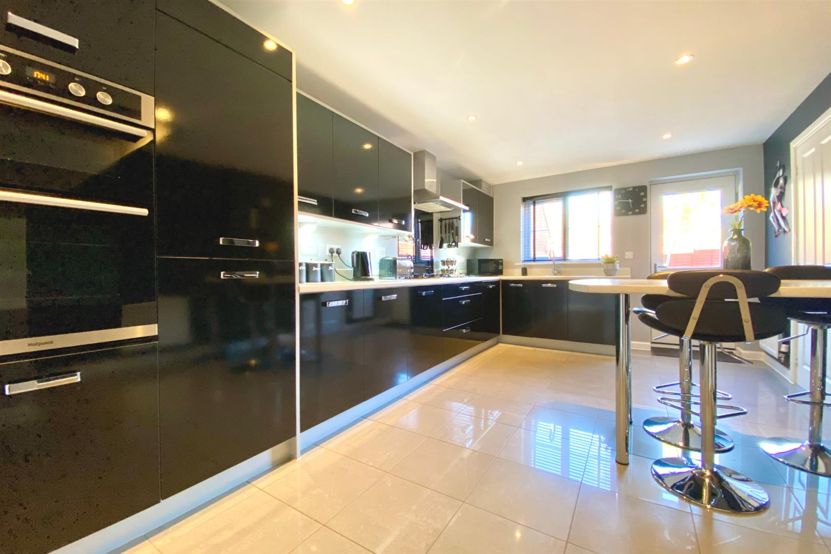 5 bed detached for sale in Three Mile Cross 15