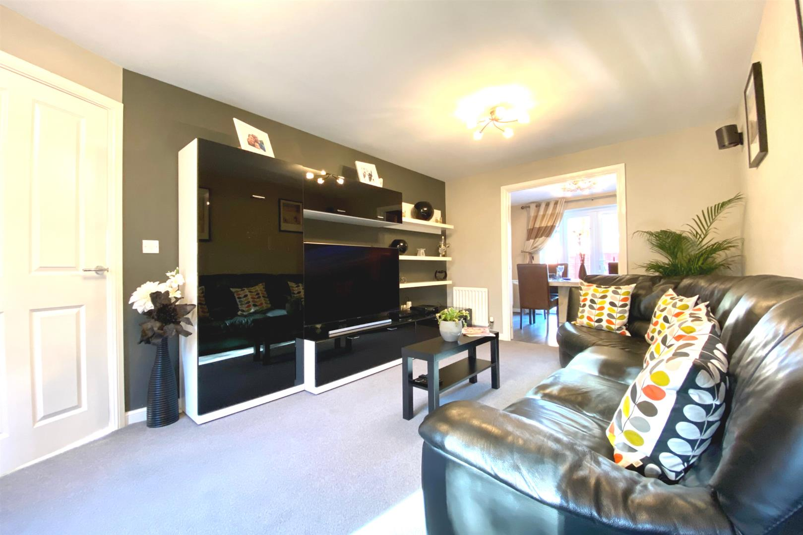 5 bed detached for sale in Three Mile Cross 20