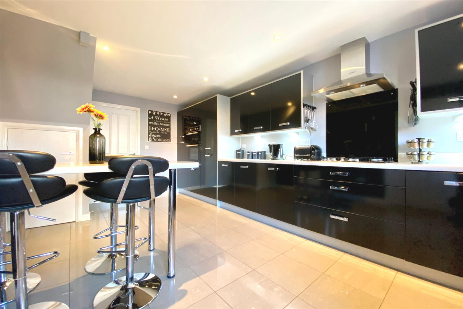 5 bed detached for sale in Three Mile Cross 3