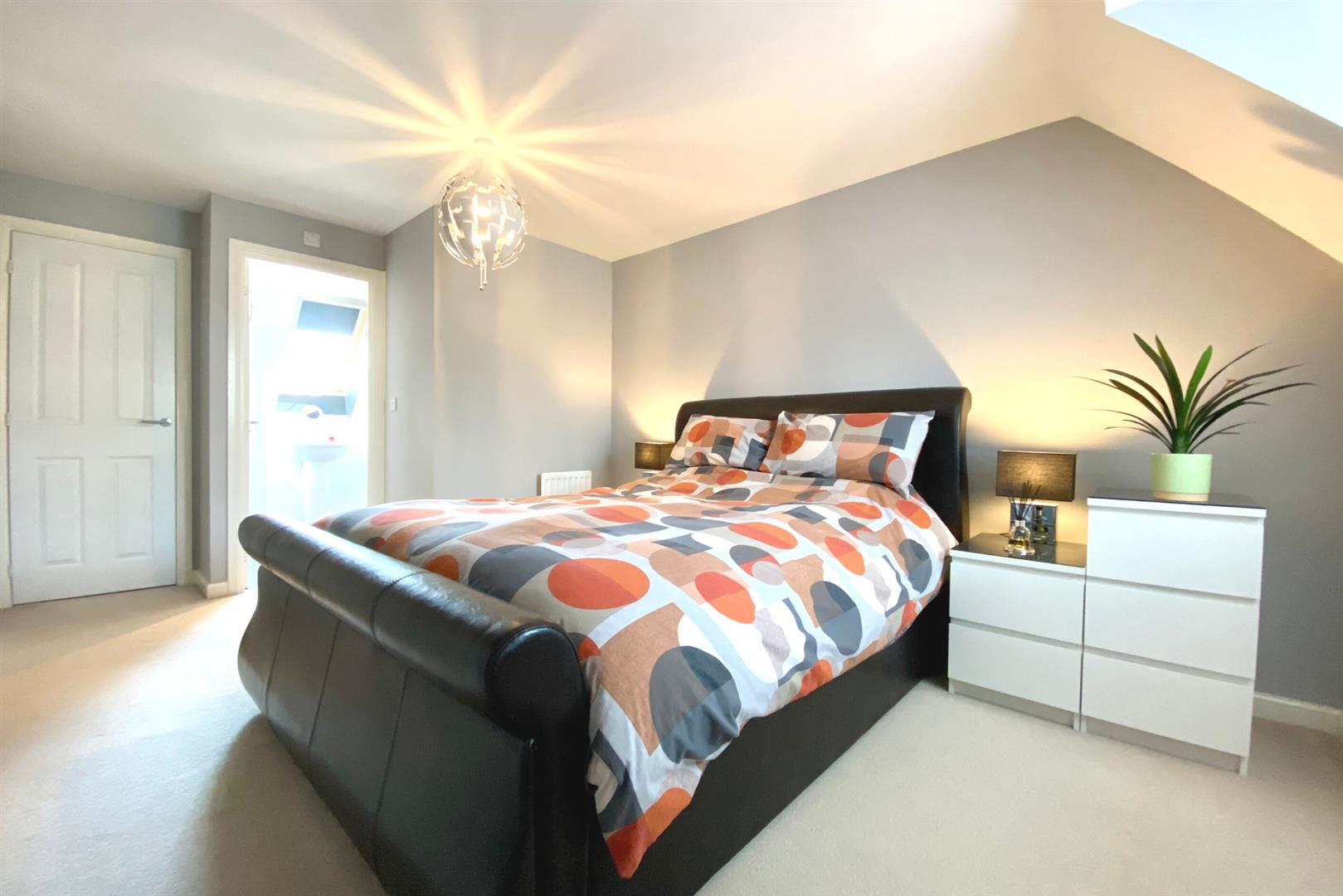 5 bed detached for sale in Three Mile Cross 8