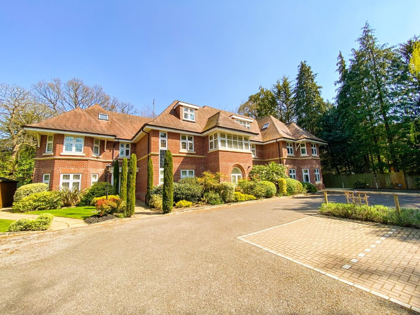 2 bed apartment for sale, GU15