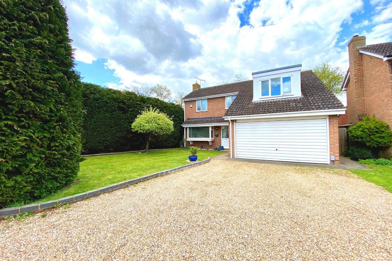 4 bed detached for sale in Winnersh  - Property Image 1