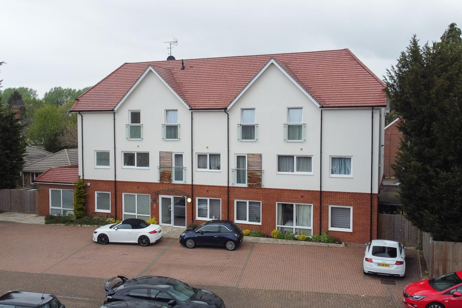 2 bed apartment for sale, GU14