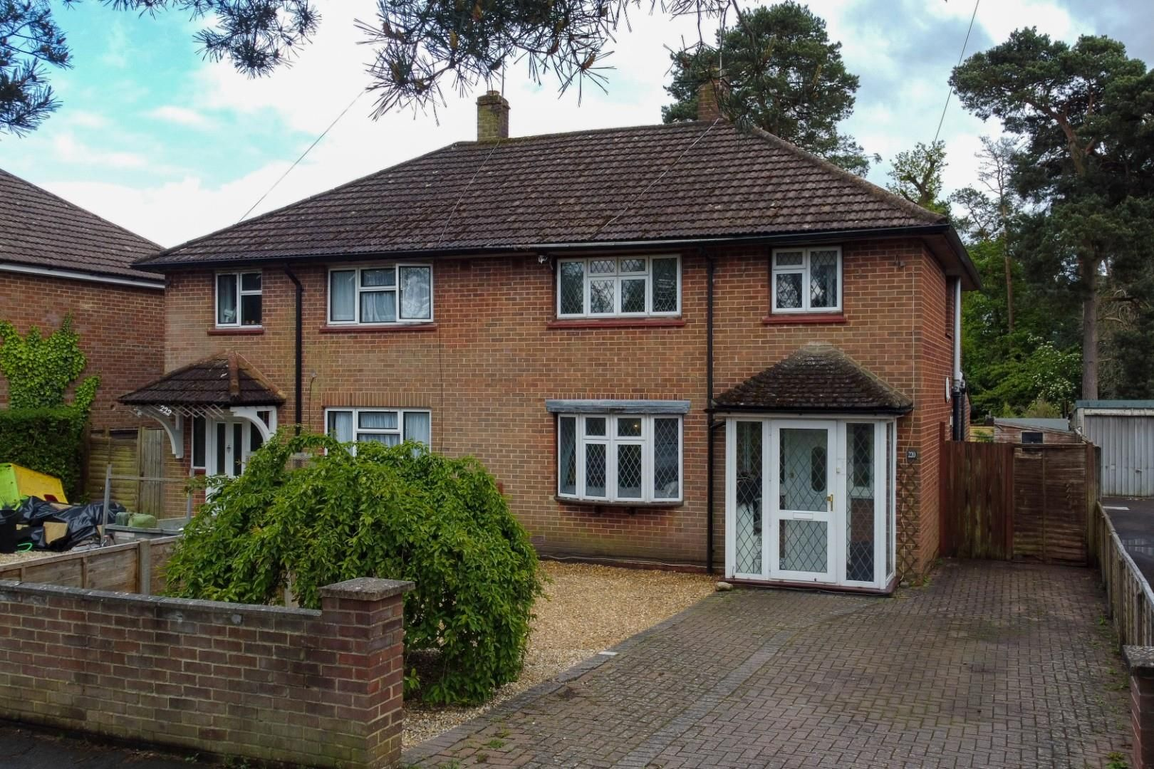 3 bed house for sale, GU15