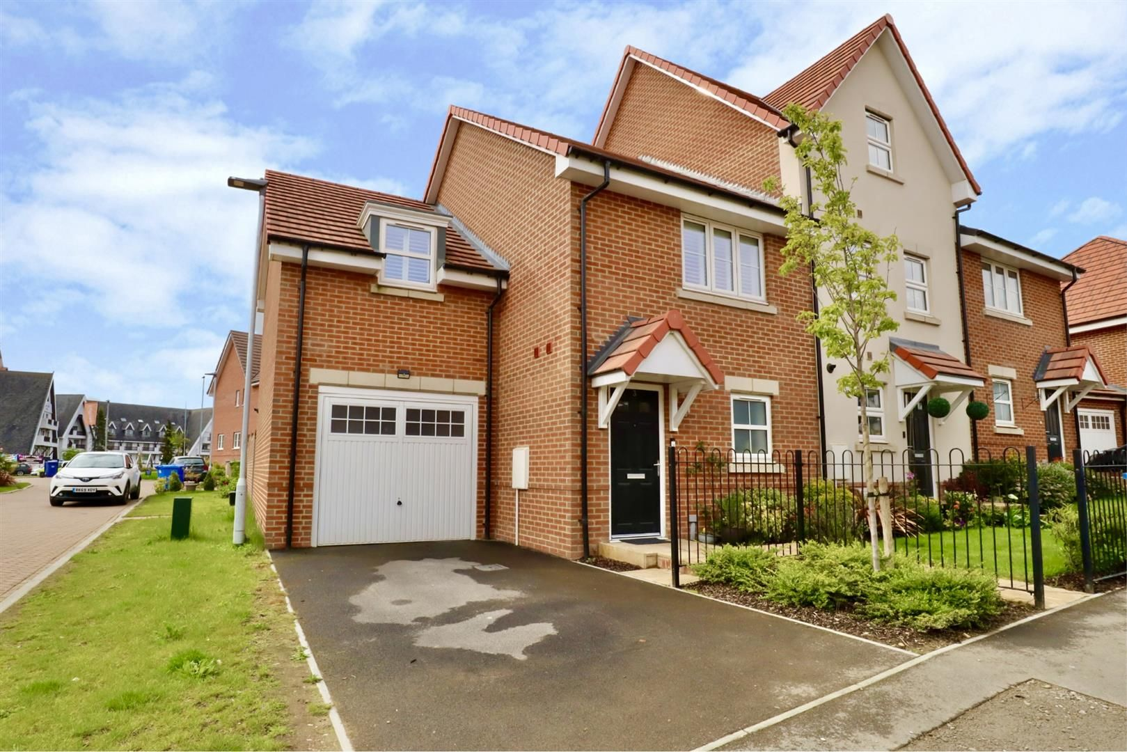 3 bed end of terrace for sale, RG42