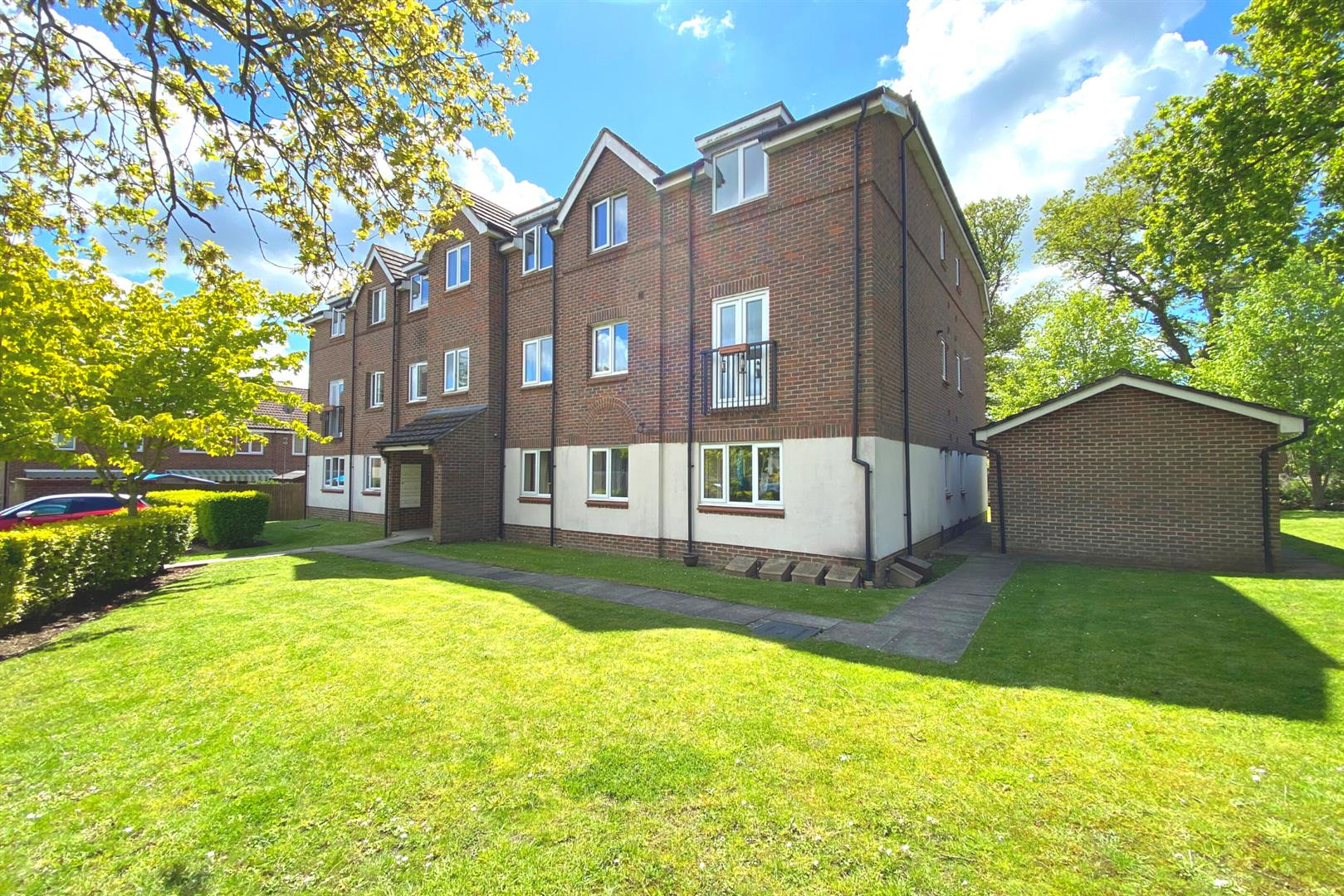 2 bed apartment for sale in Spencers Wood, RG7