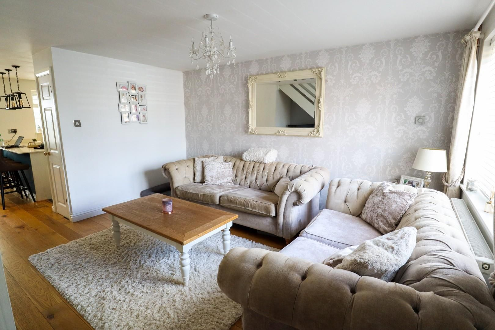 3 bed terraced for sale in Owlsmoor  - Property Image 3