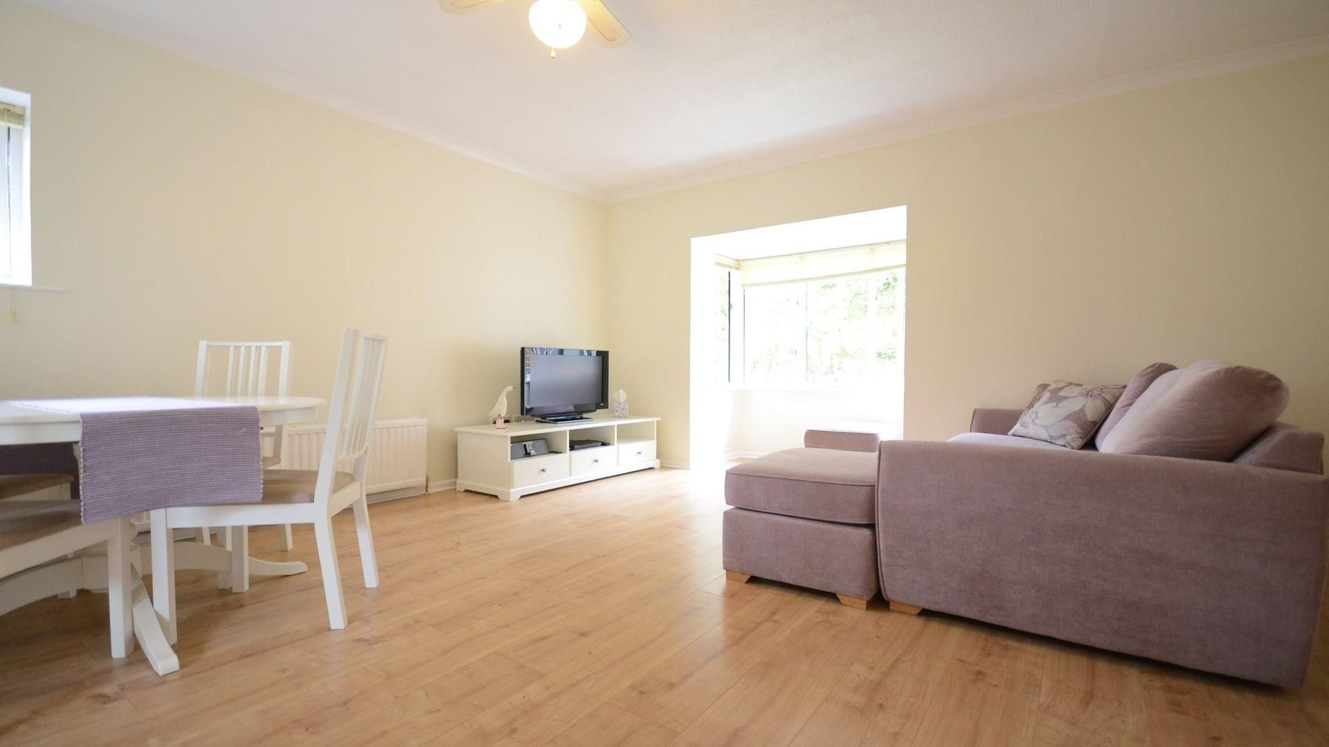 1 bed flat to rent, RG12