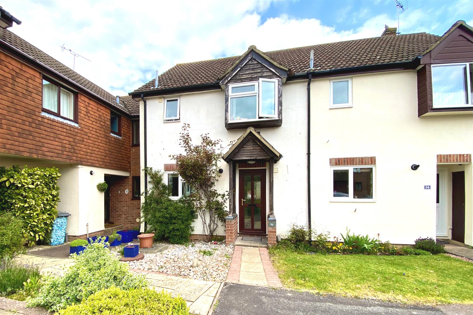 3 bed terraced for sale, RG27