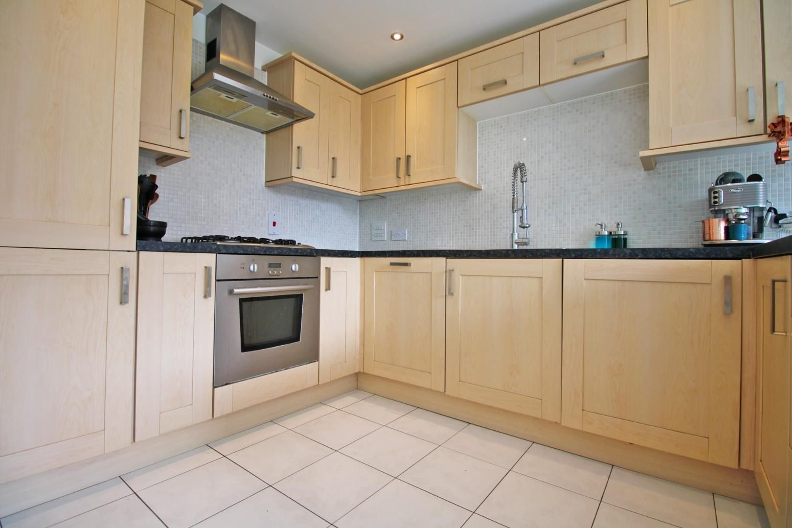 3 bed end of terrace to rent in Shinfield 2