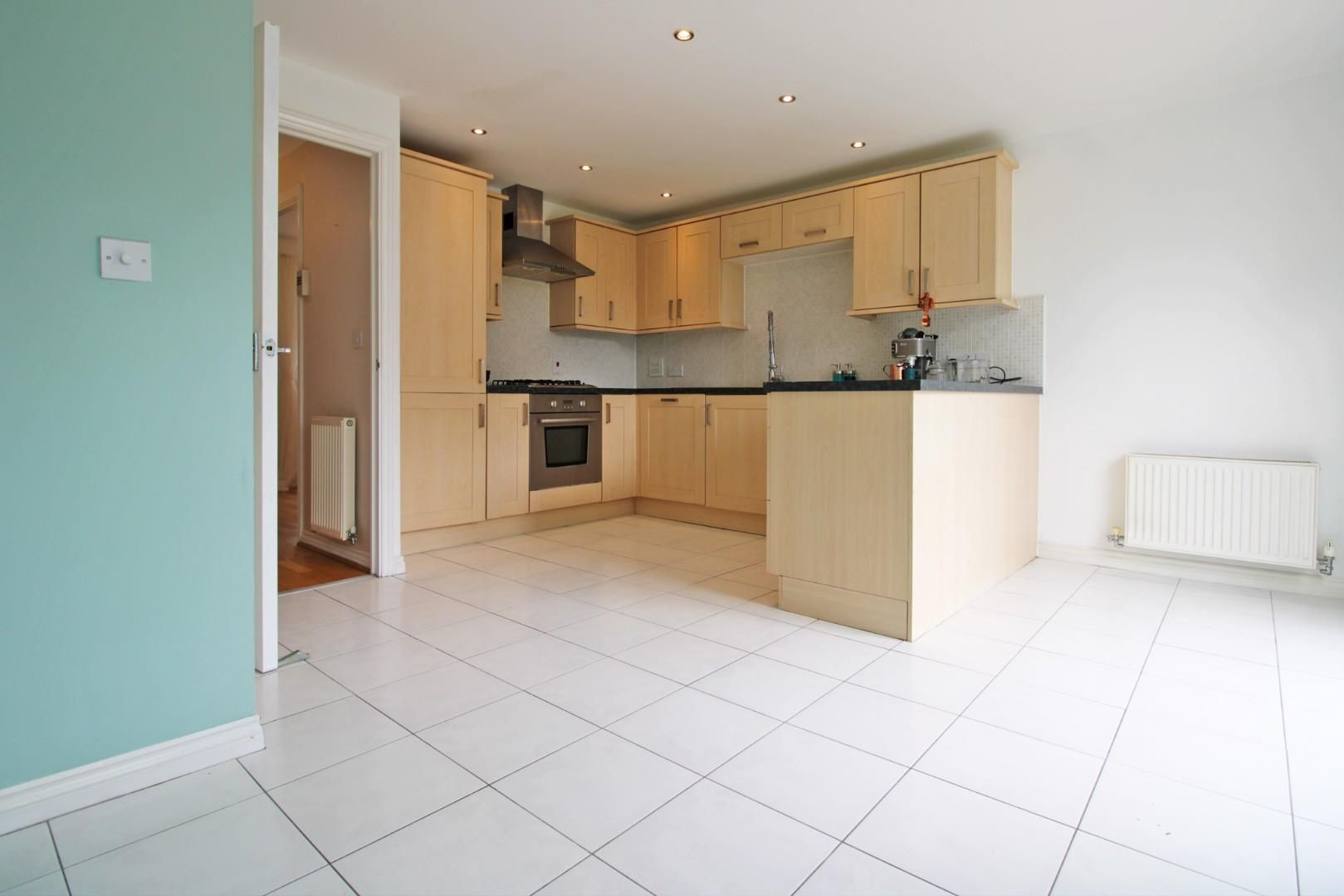 3 bed end of terrace to rent in Shinfield 3