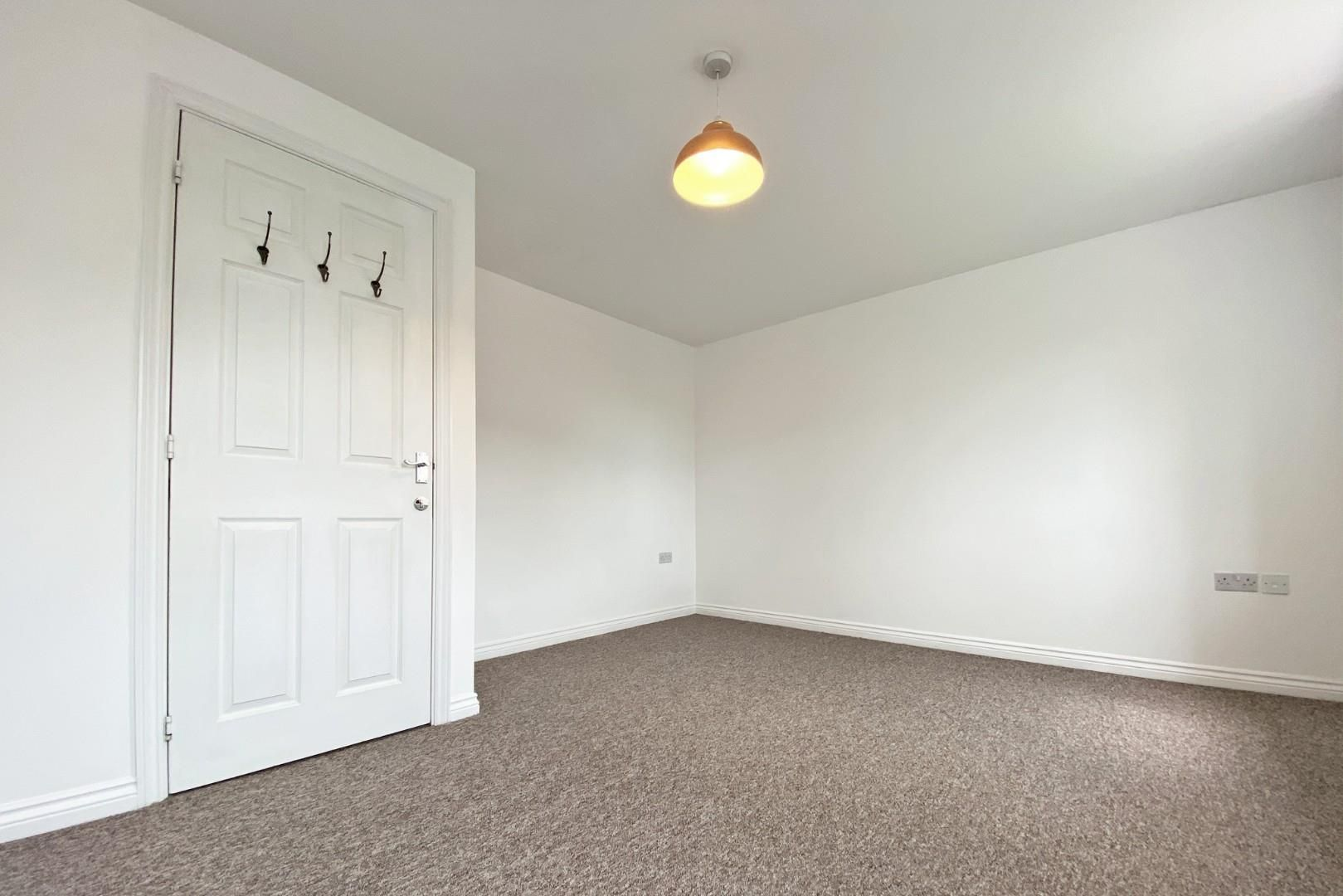 3 bed end of terrace to rent in Shinfield 8