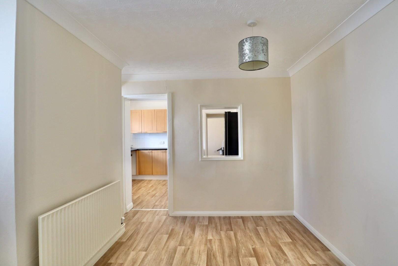 4 bed maisonette to rent  - Property Image 7