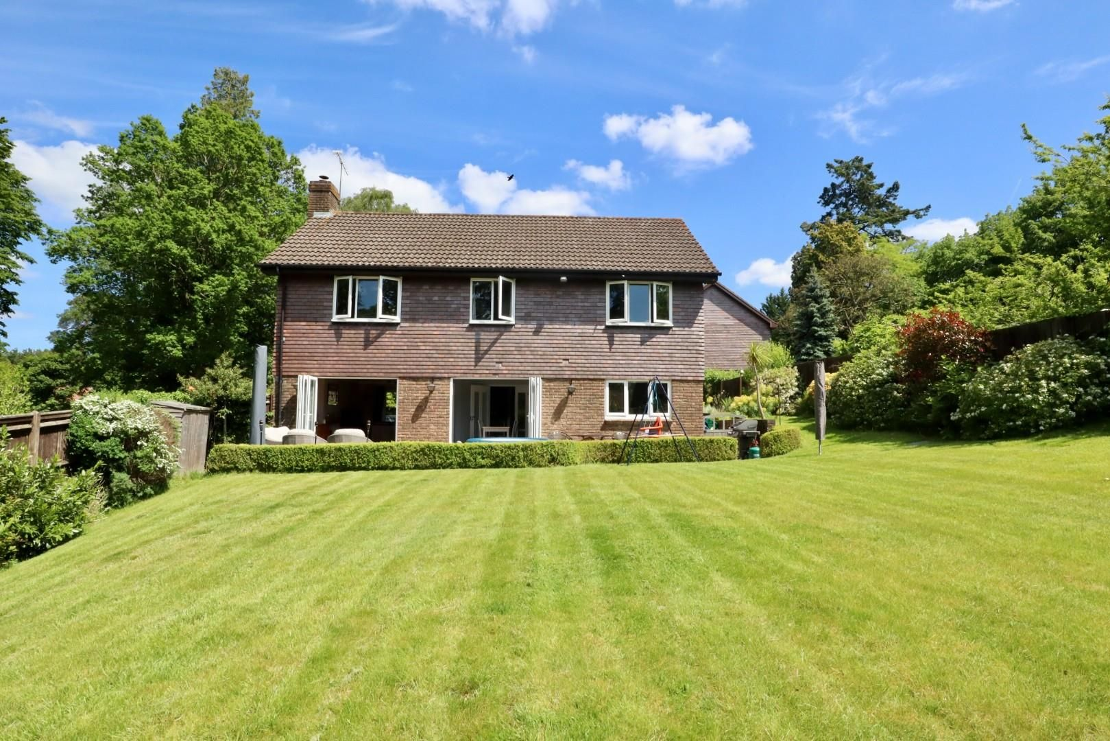 4 bed detached to rent  - Property Image 3
