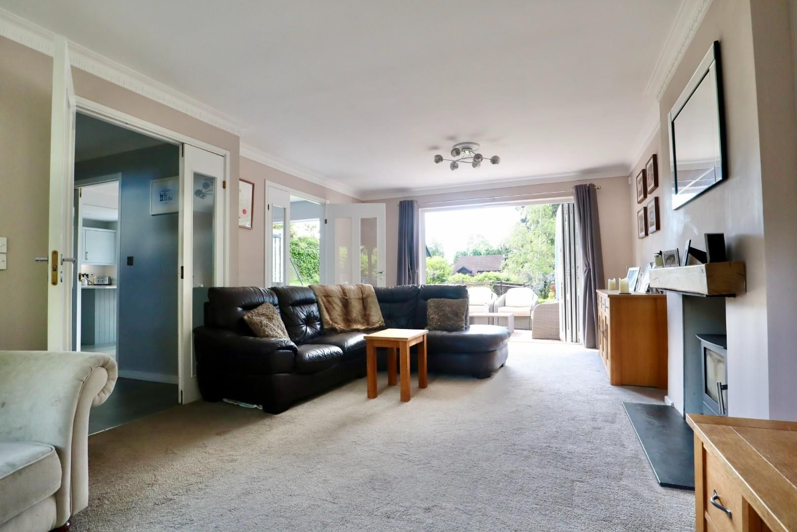 4 bed detached to rent  - Property Image 4