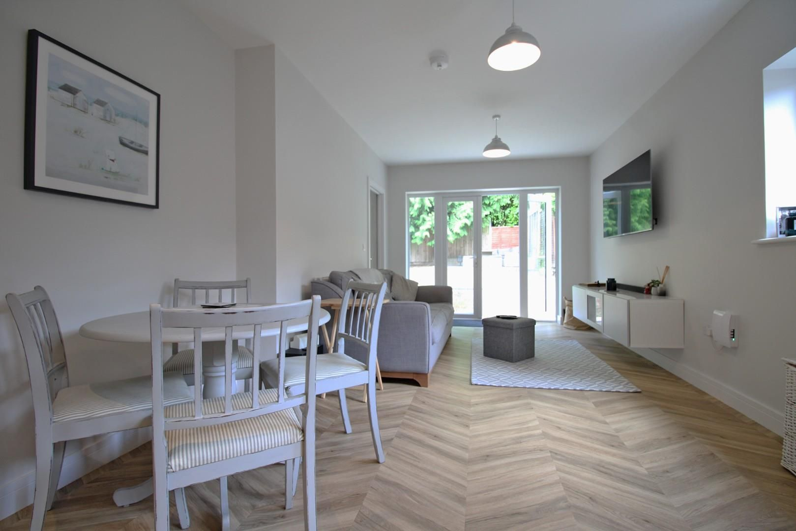 2 bed apartment to rent 6