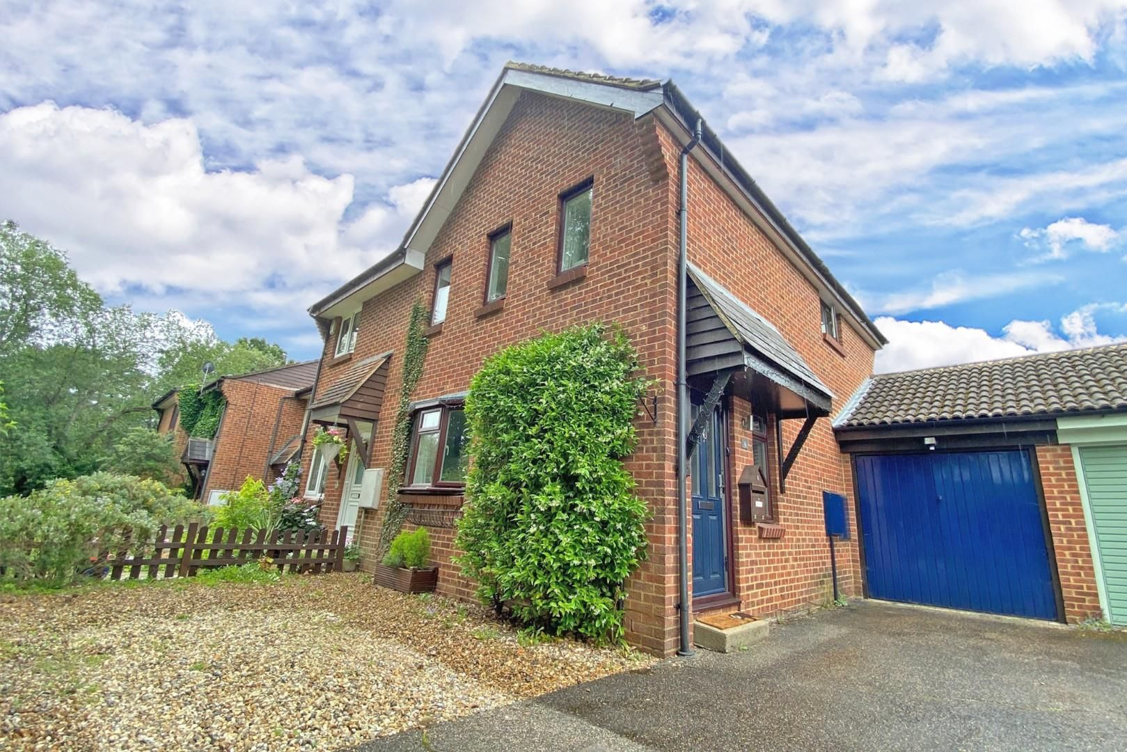 3 bed end of terrace for sale, RG12