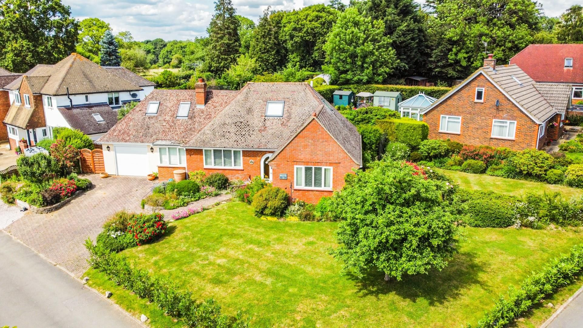4 bed detached bungalow for sale in Send 1