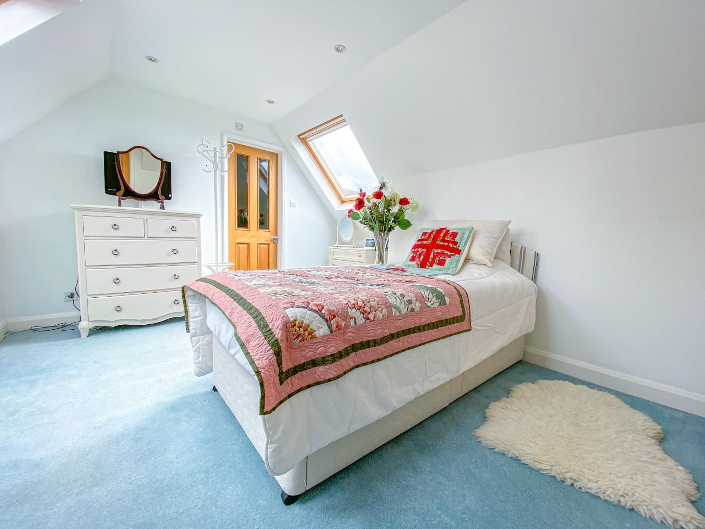 4 bed detached bungalow for sale in Send 11