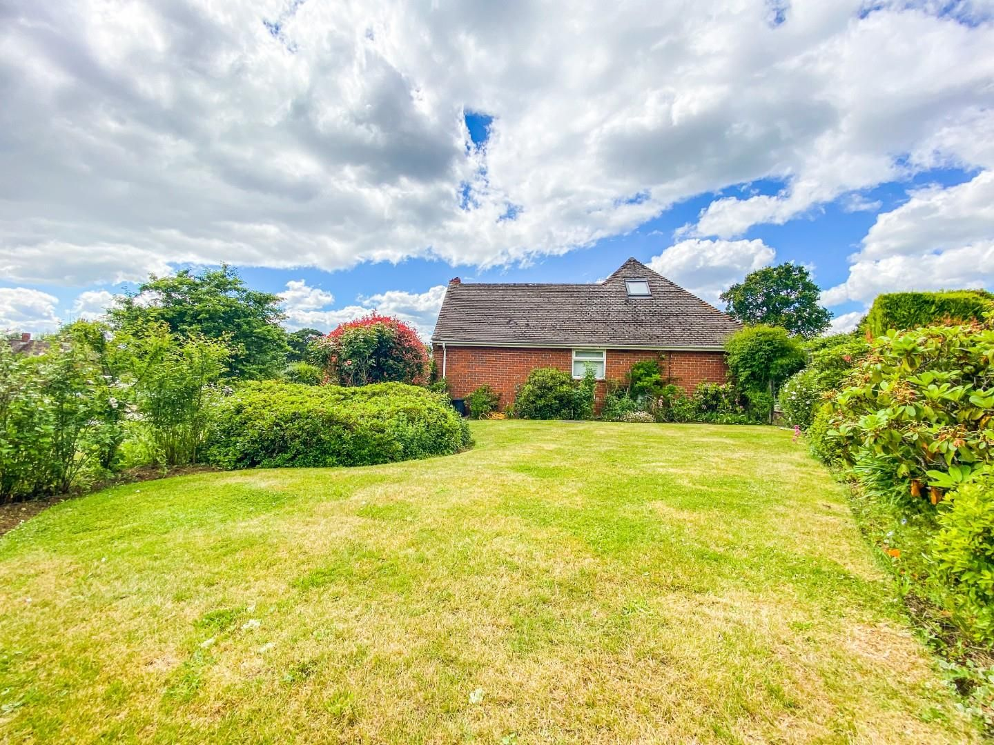 4 bed detached bungalow for sale in Send 16