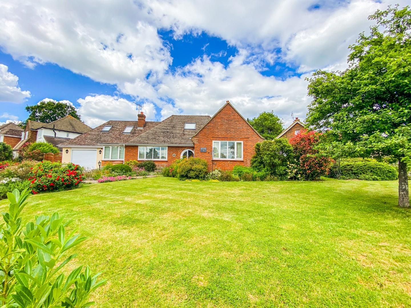4 bed detached bungalow for sale in Send 17