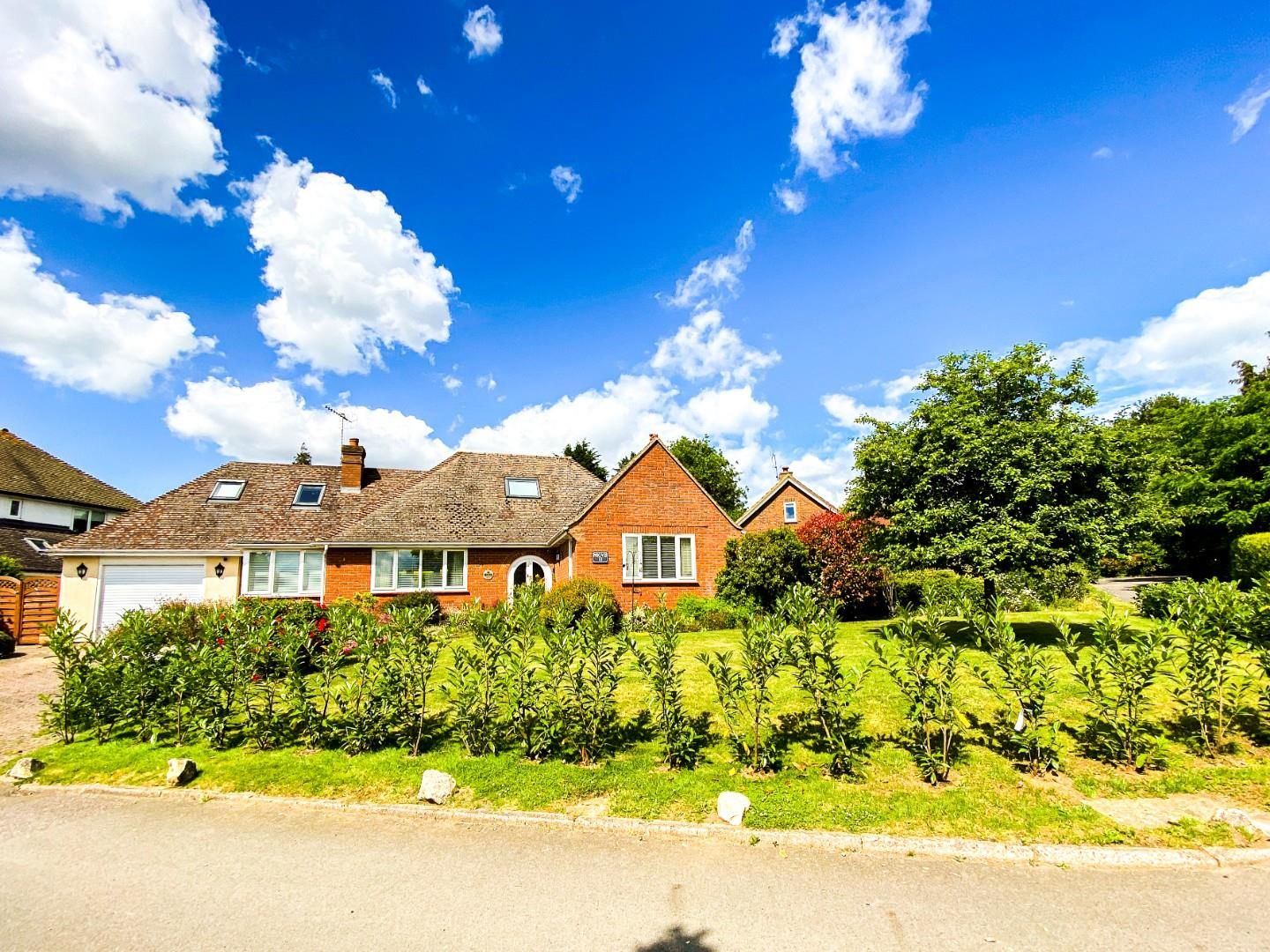 4 bed detached bungalow for sale in Send 19
