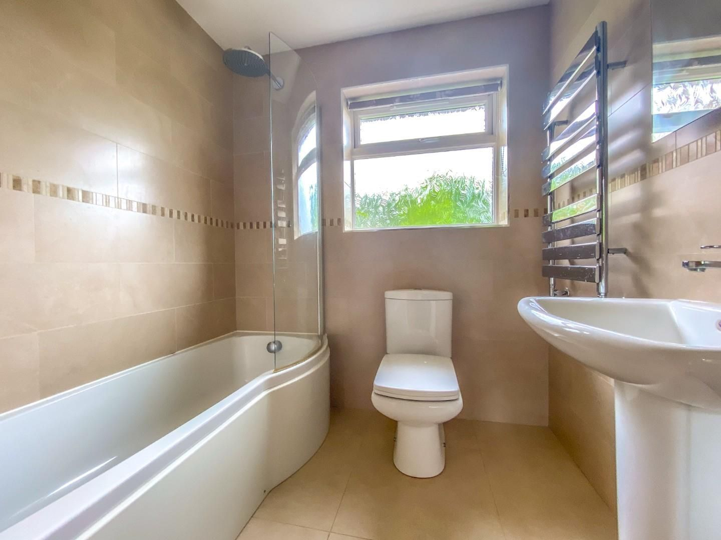 4 bed detached bungalow for sale in Send 9