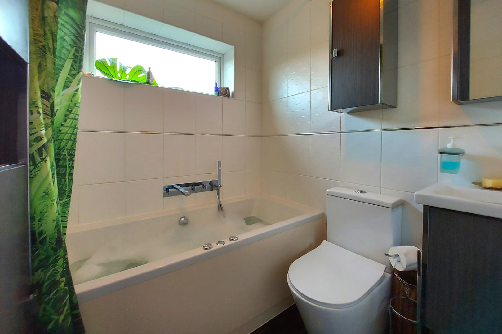 4 bed house for sale in Owlsmoor  - Property Image 14
