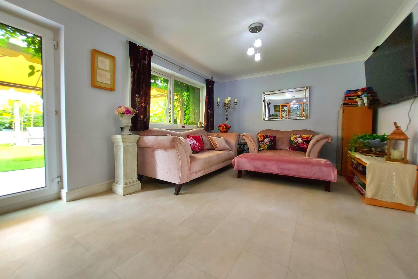 4 bed house for sale in Owlsmoor  - Property Image 3