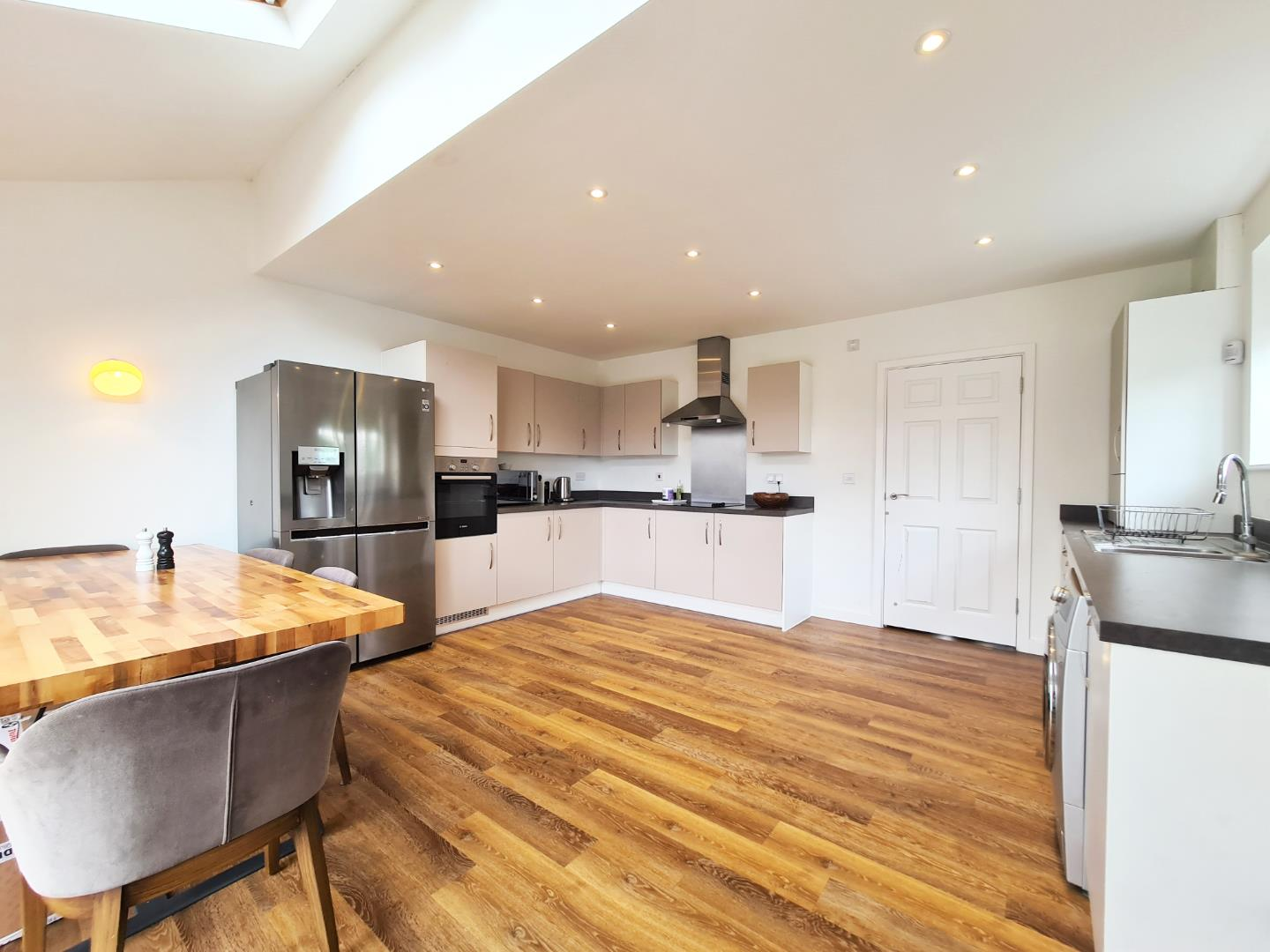 4 bed town house to rent in Shinfield 1