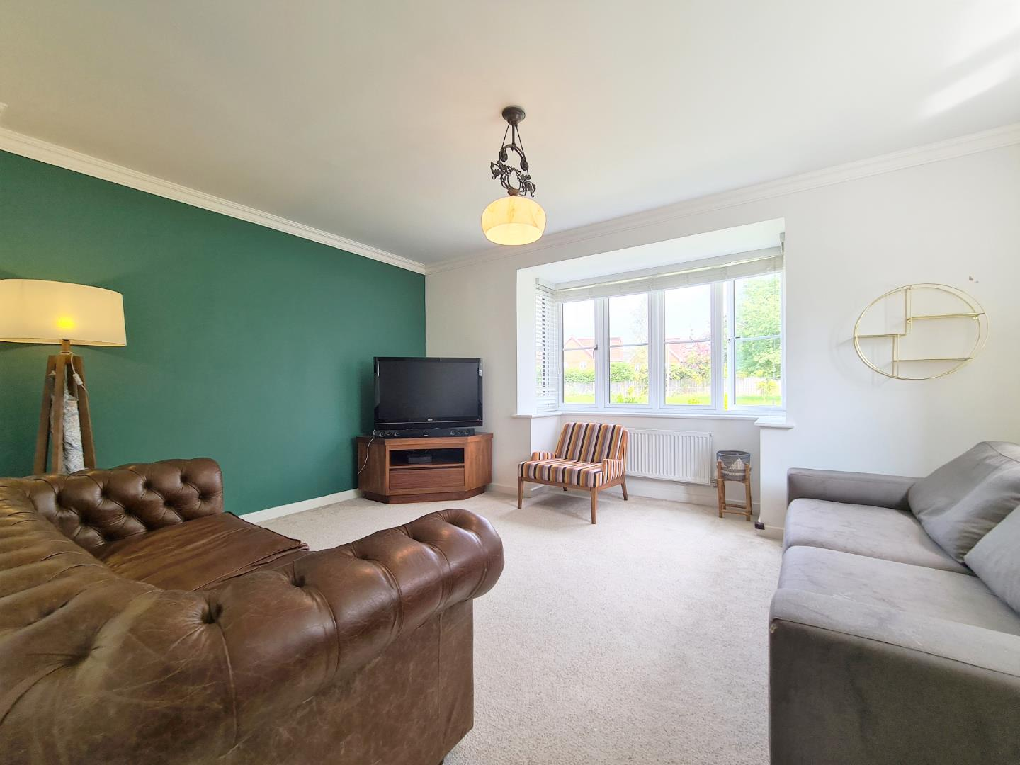 4 bed town house to rent in Shinfield 2