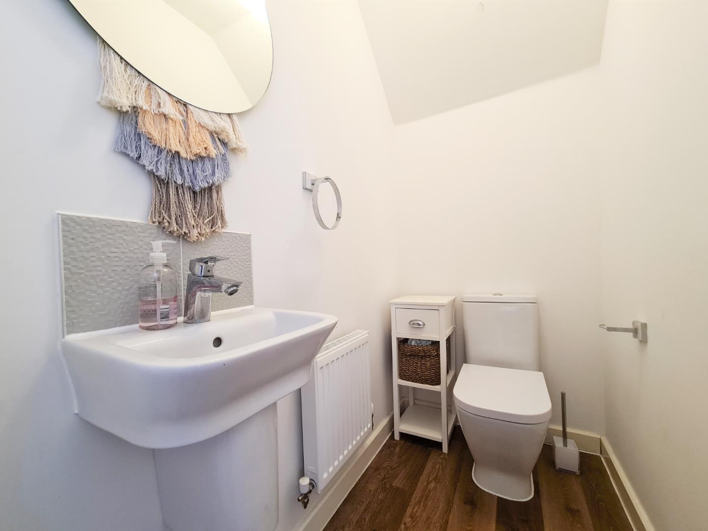4 bed town house to rent in Shinfield 11