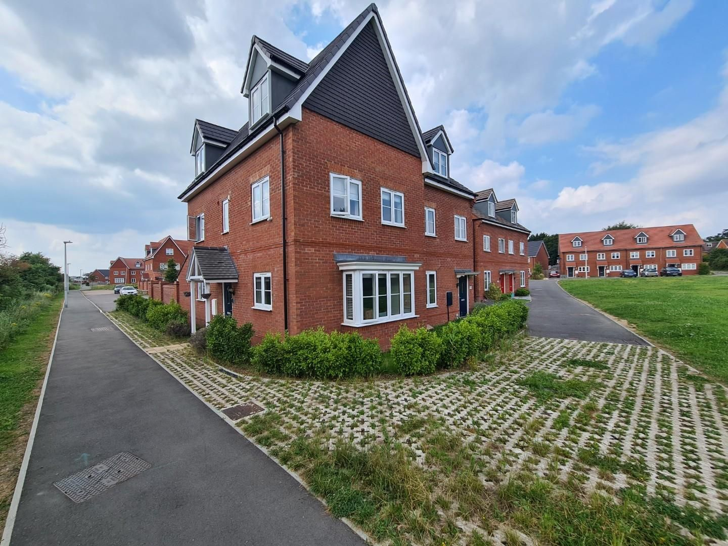4 bed town house to rent in Shinfield 12