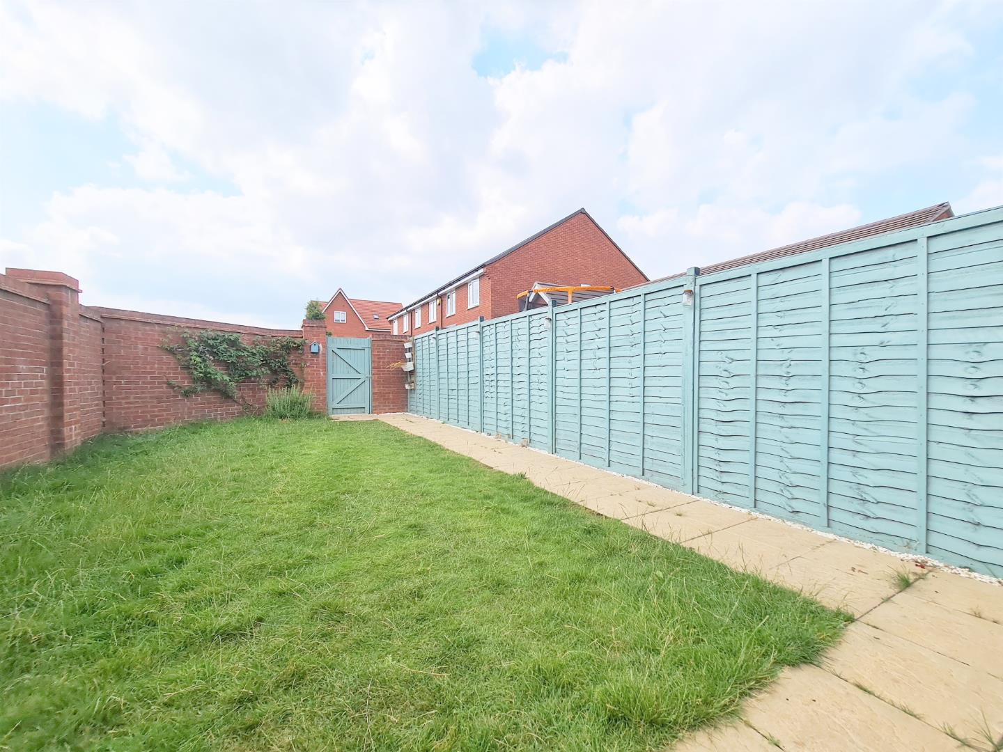 4 bed town house to rent in Shinfield 3